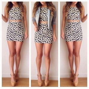 Dresses & Skirts - Daisy cutout dress